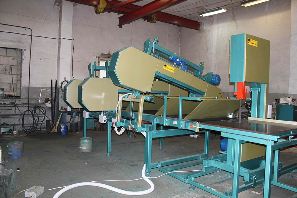 Mineral wool cutting equipment