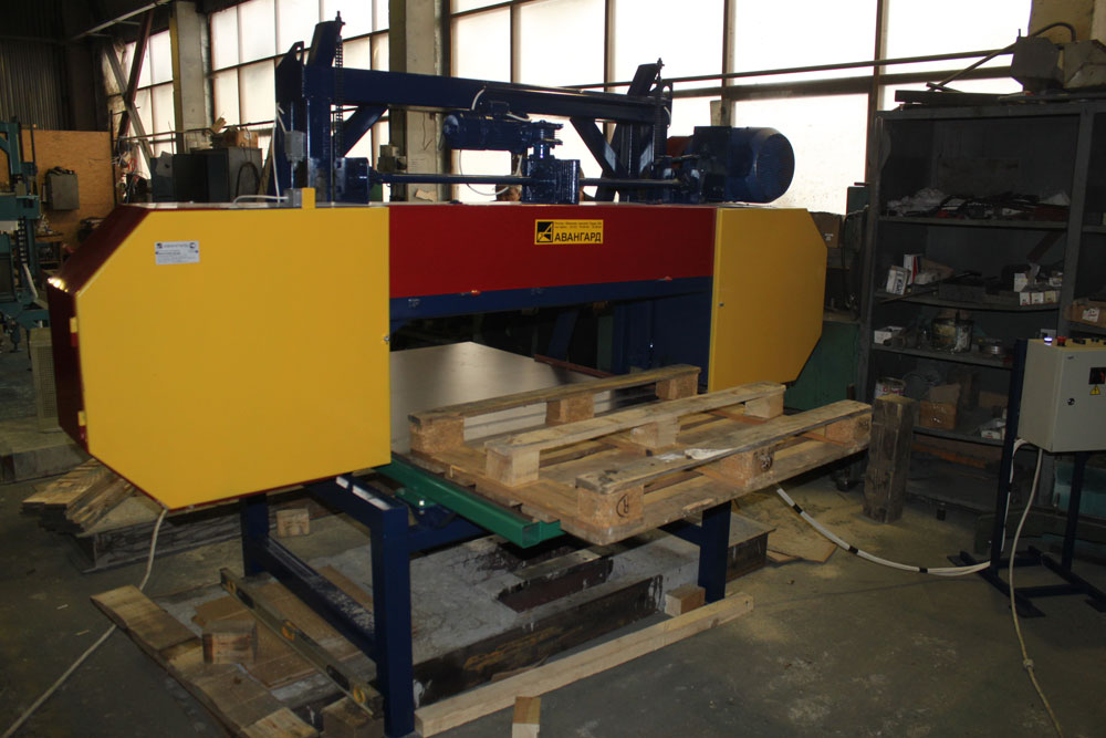 Pallet assemble equipment and pallet dismantling machines